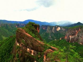 9公里,到达国家地质公园丽江老君山黎明景区乘车路线:各大汽车站有