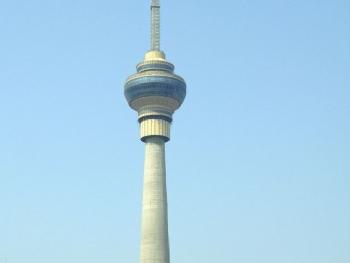景区包括238米露天观景台,225米电视文化大厅,221米空中观景旋转餐厅