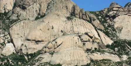 青岛信号山麓岩壁