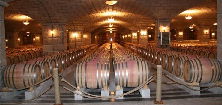 同程驴友这样评价紫轩葡萄酒庄园 酒厂建的非常漂亮,地下7000个酒桶
