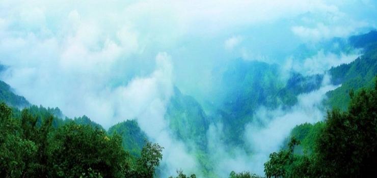去摩围山风景区 的n大理由: 理由1负氧离子含量高达11万个/cm3,被称
