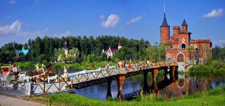 结构,完整复制了俄罗斯苏兹达里市木制建筑博物馆内