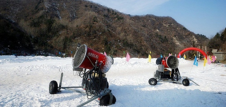 西安秦岭附近滑雪